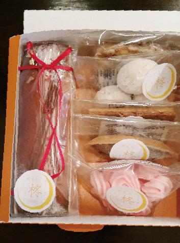 写真:オレンジのBOX入り焼き菓子5個とパウンドケーキのセット